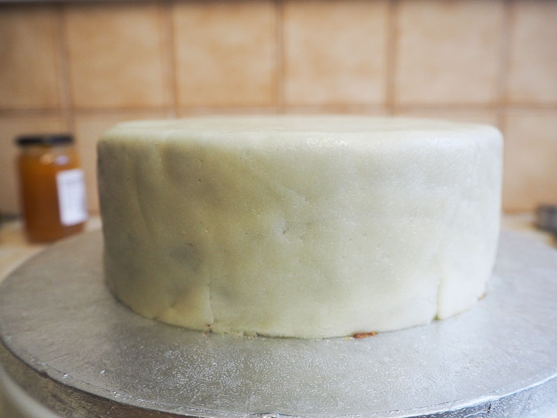 How to cover a cake with marzipan food blogger